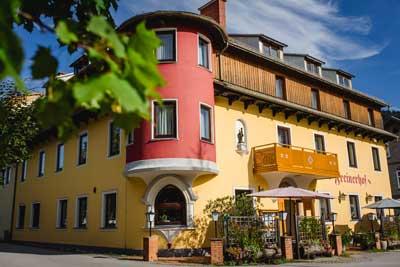 Frontansicht vom 3-Sterne-Hotel Freinerhof in Frein an der Mürz - Gemeinde Neuberg