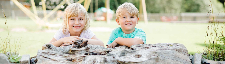 Unser Kinder hatten einen Riesenspaß bei dieser Fotosession. Sie freuen sich immer, wenn sie ihren großen Kinderspielplatz mit anderen Kindern teilen können.